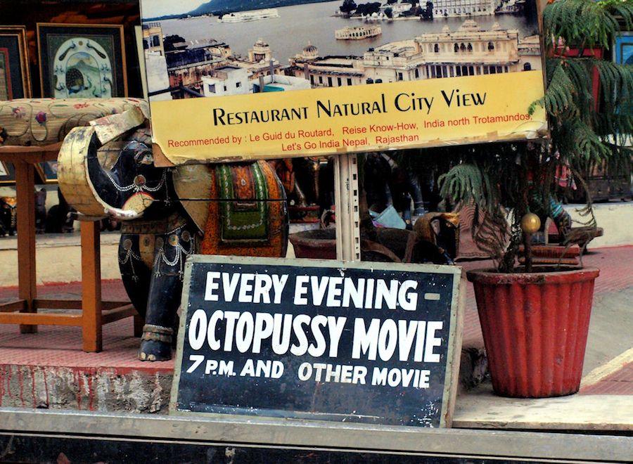 Ver Octopussy en las terrazas de Udaipur