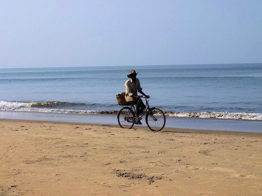 Playa bicicleta orilla India