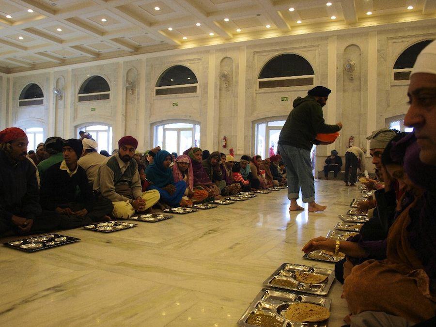 comer gratis  en el templo sij india