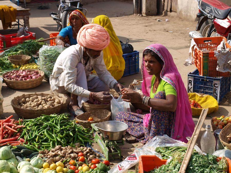 Vendedora en el mercado de India