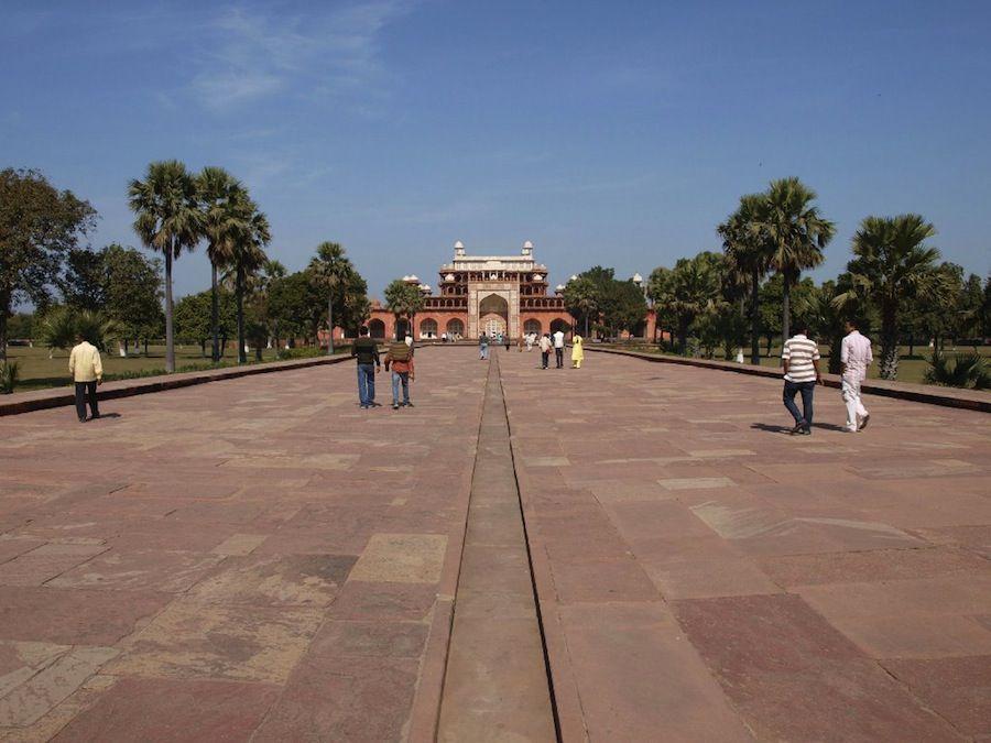 Visita la tumba de Akbar en Sikandra