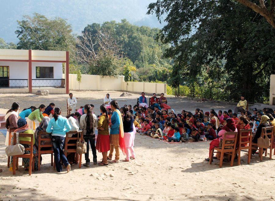 Espectaculo en el colegio de Rishikesh