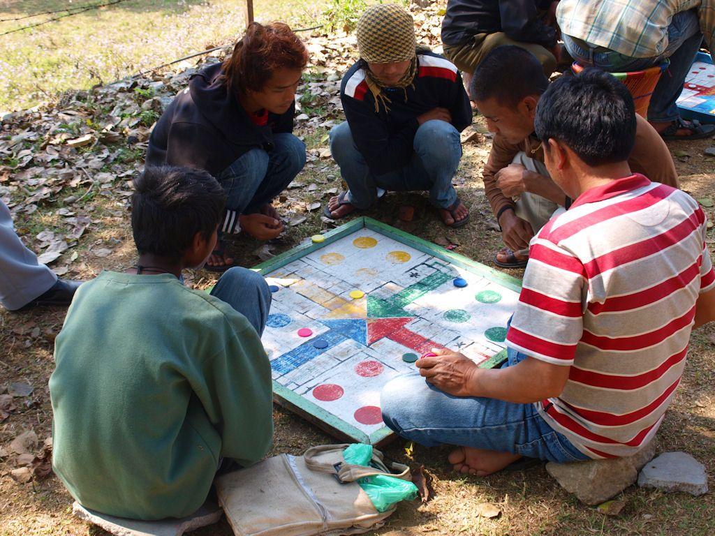 tablero parchis gigante, juegos, nepal