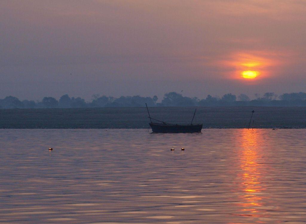 Viaje a India puja ofrendas rio ganges Varanasi