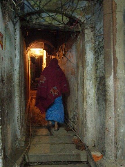 India noche varanasi calles ciudad oscuridad seguridad