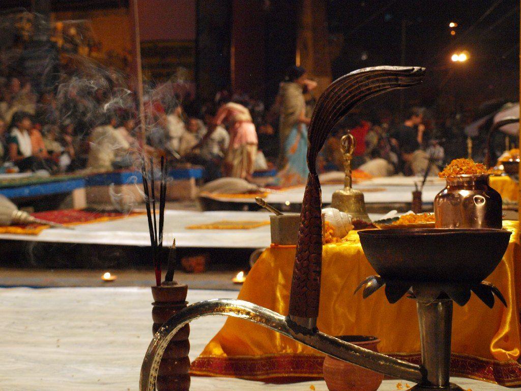 Varanasi puja ceremonia ganges noche