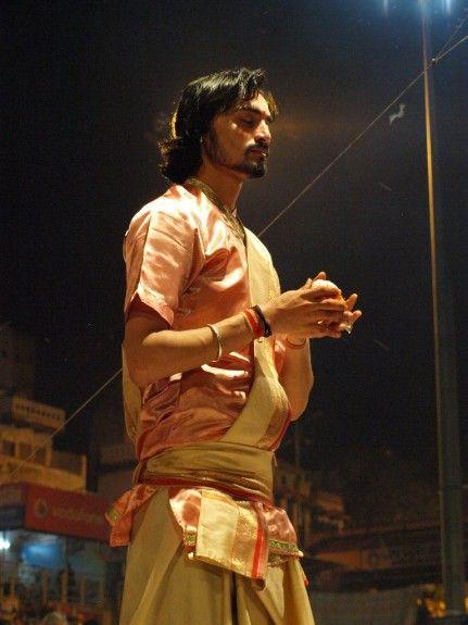 Viaje a India Varanasi ceremonia nocturna puja