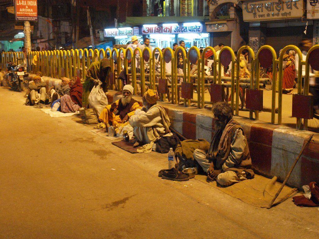 Viaje a India mendigos varanasi pobreza