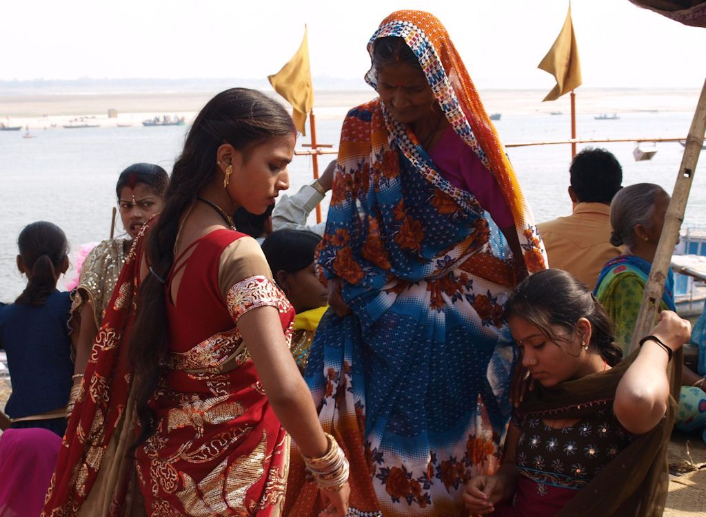 Viaje a India Varanasi ghat mujeres
