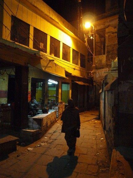 Viaje India noche seguridad varanasi