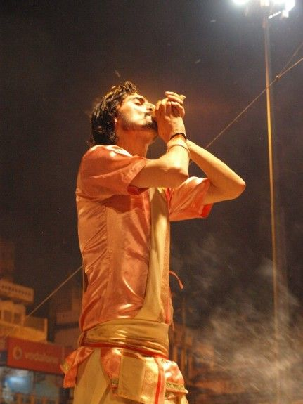 India que hacer en varanasi ceremonia nocturna