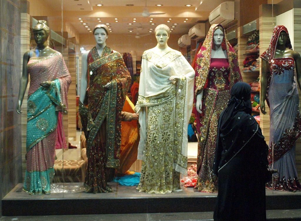 Varanasi comprar saris seda India