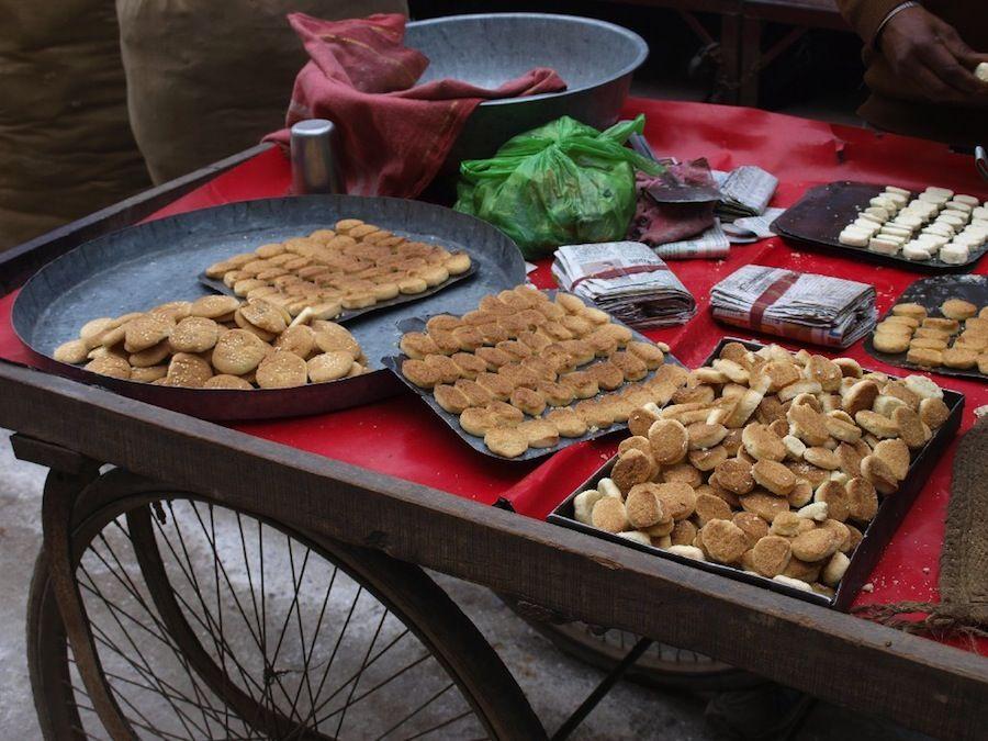 dulces, platillos, India, comida, barato, puestos, callejero, mochileros, comer