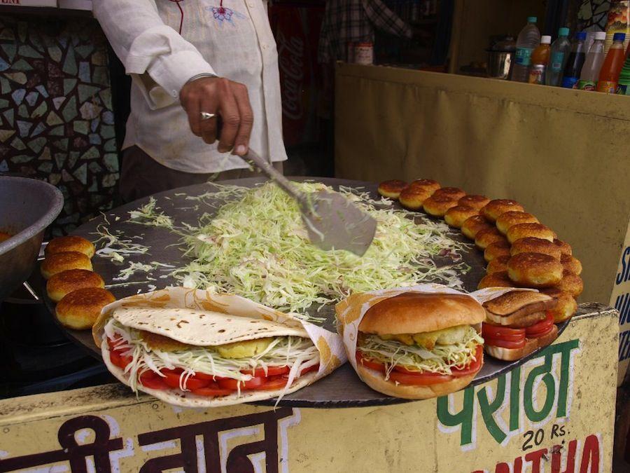 Aloo tikki, India, platillos, barato, comida, callejero, mochileros,