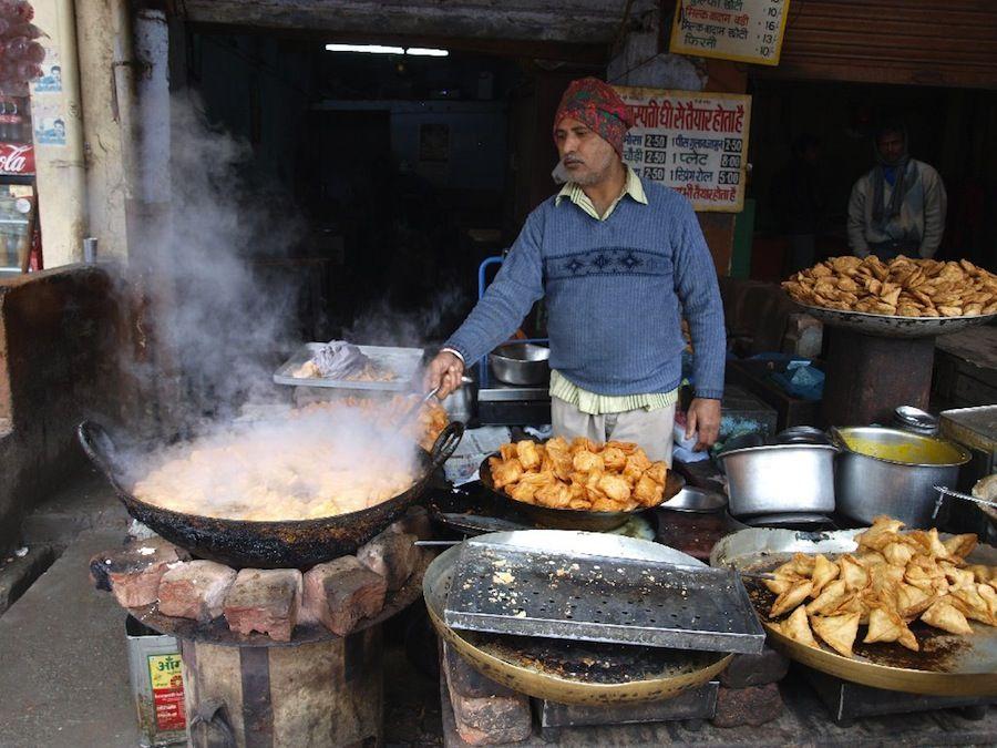 samosas, pakoras, comida callejera, platillos, India