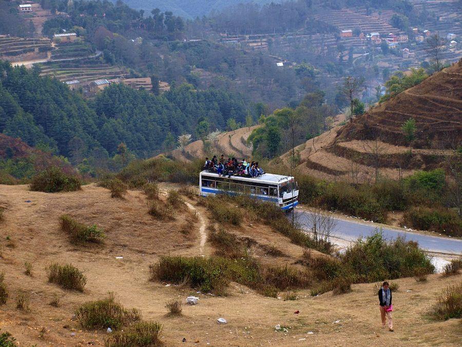 viajar en el techo autobus Nepal