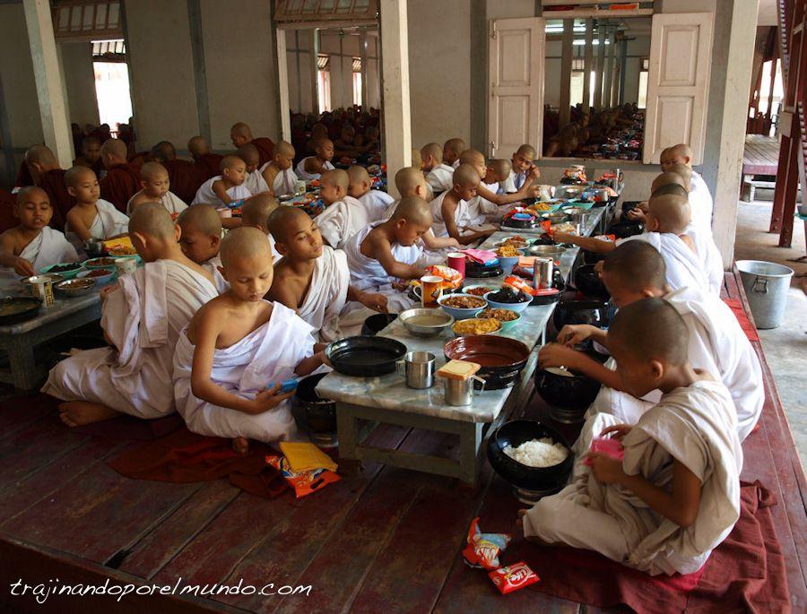 viaje, Mandalay, Ganayon Kyaung, comedor, monjes