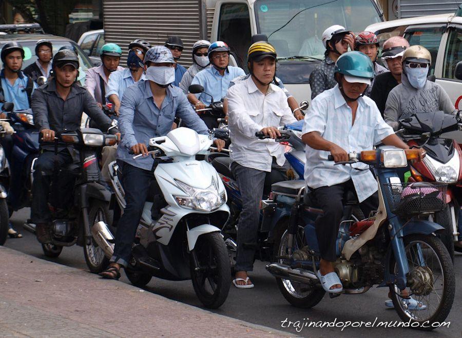 viaje a Vietnam, saigon, trafico, cruzar la calle