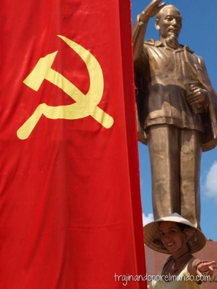 viaje a vietnam, comunismo, bandera, estatua, que ver en can tho