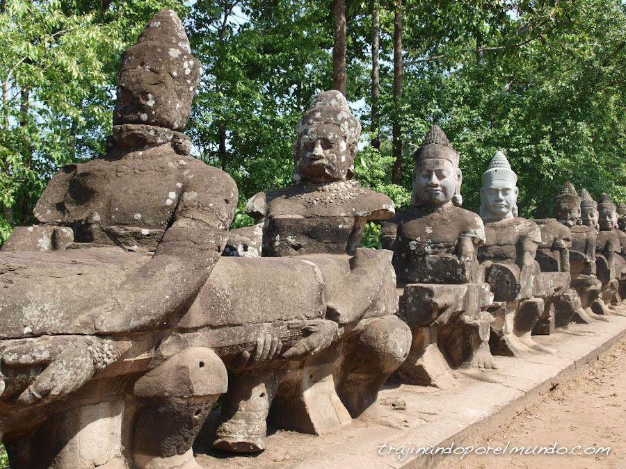 puente, estatuas, angkor thom, camboya