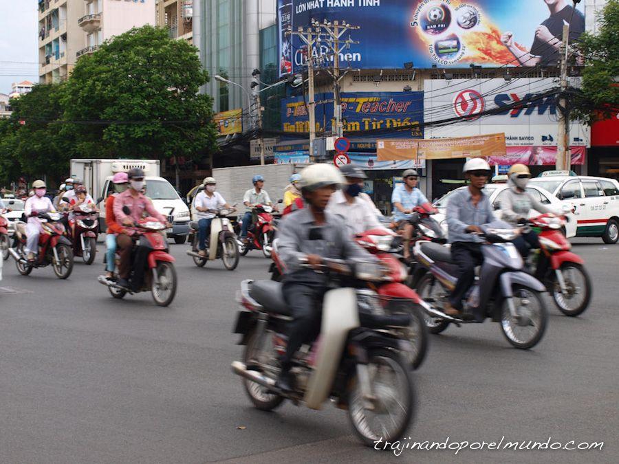 viaje a Vietnam, trafico, motos, Ho Chi Minh City, cruzar la calle