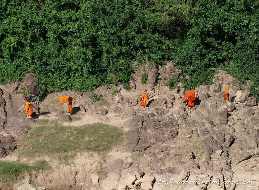luang-prabang-laos-monjes