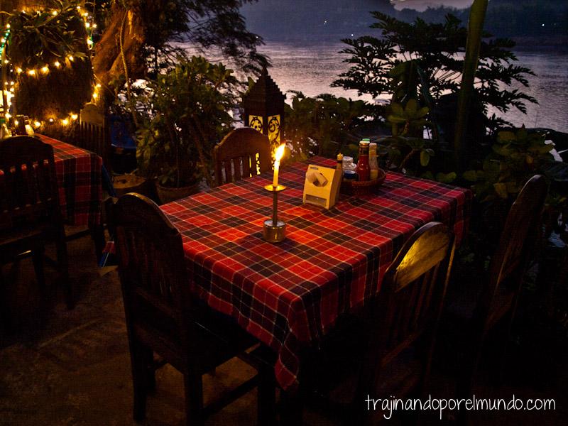 Luang Prabang, viaje romantico, cena, velas, atardecer, laos