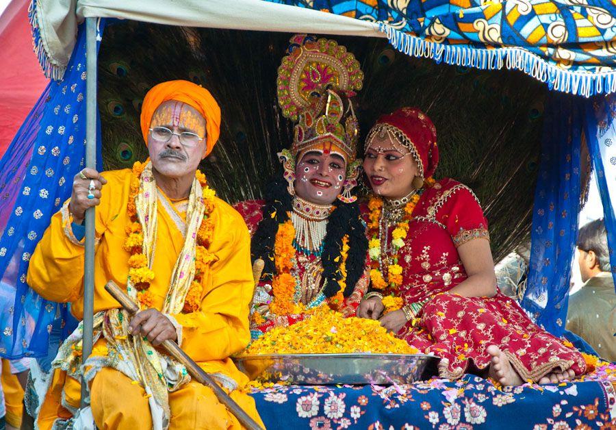 Indios vestidos dioses hindues