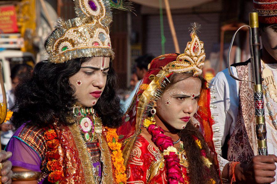 Ninos disfrazados dioses India Pushkar