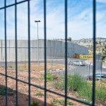 Cruzando el Muro de la Vergüenza