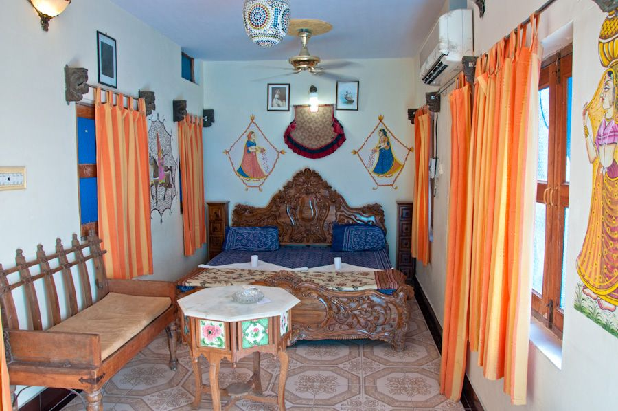 sleep Jodhpur hostel Yogis guesthouse aircon cheap