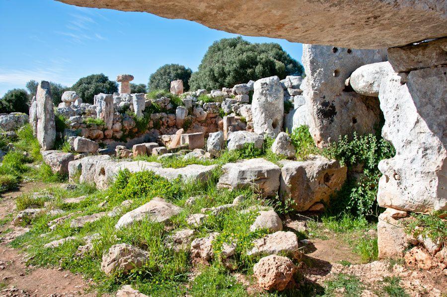 ruinas arqueologia yacimiento talayotico