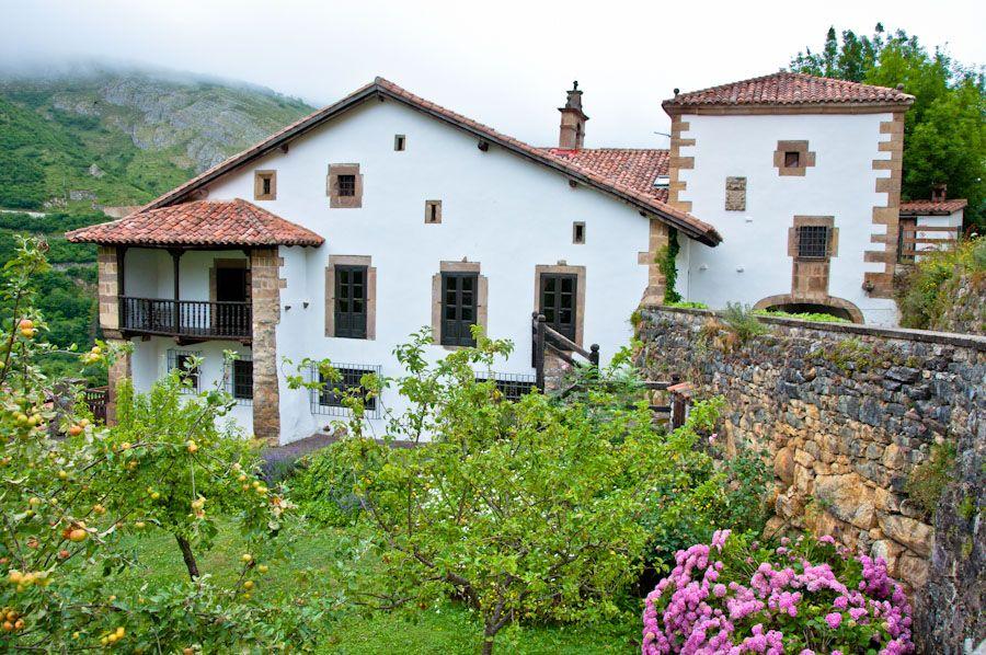 que ver en Cantabria, Tudanca, pueblos, Cossio, escritores, biblioteca
