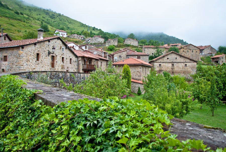 Cantabria rural ruta por el interior de la comarca saja nansa for Casas de pueblo en cantabria