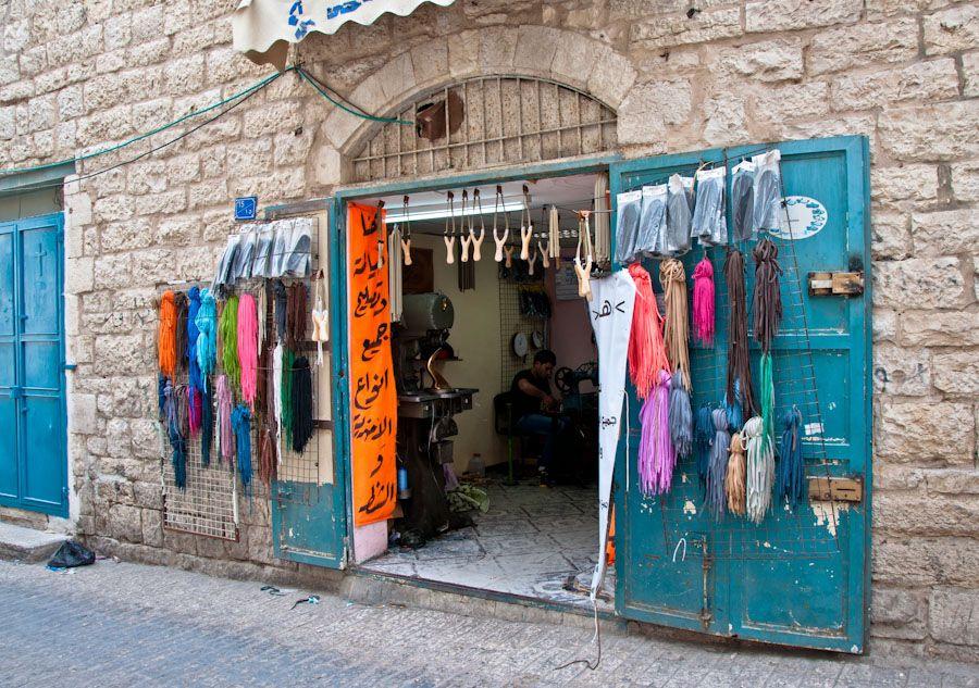 viaje a Palestina, como es palestina, zapatero, comercios, ciudades, calles
