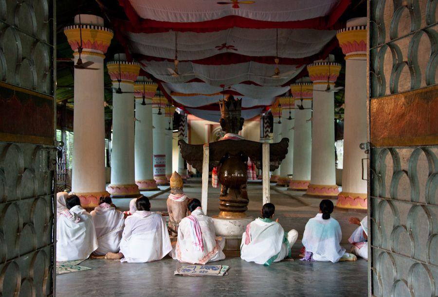 oraciones, satra, garamur, majuli, isla, monasterio, monjes, india