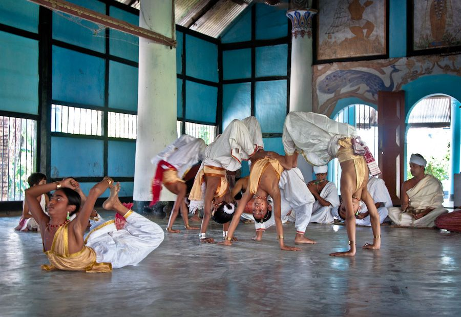 kamalabari, satra, monjes, baile, india, siete hermanas