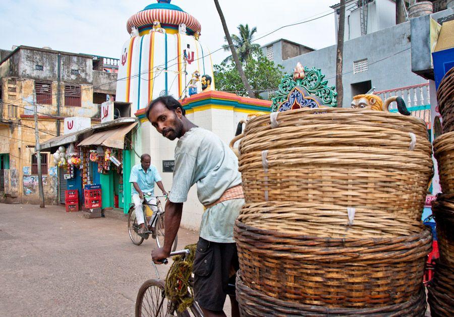 India, Orissa, bicicleta, cestos, calles