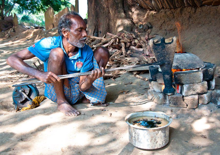 india, tribu, ghadwa, artesania, campana, metal