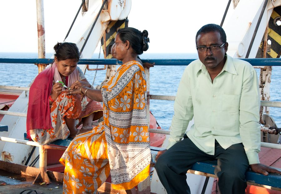 viaje, india, barco, mujeres, manicura