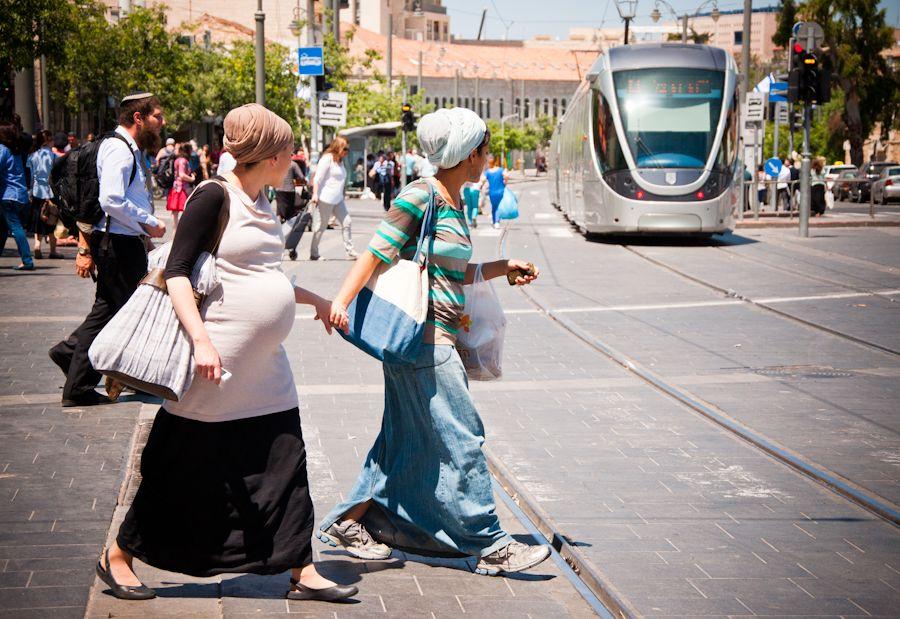 Israel, calle jaffa, judios, ortodoxos, embarazo