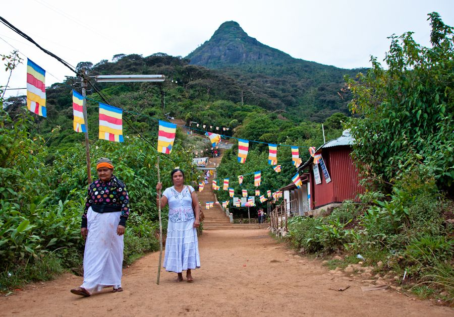Sri Lanka, pico de adan, sagrado, peregrinacion, mujeres, budistas
