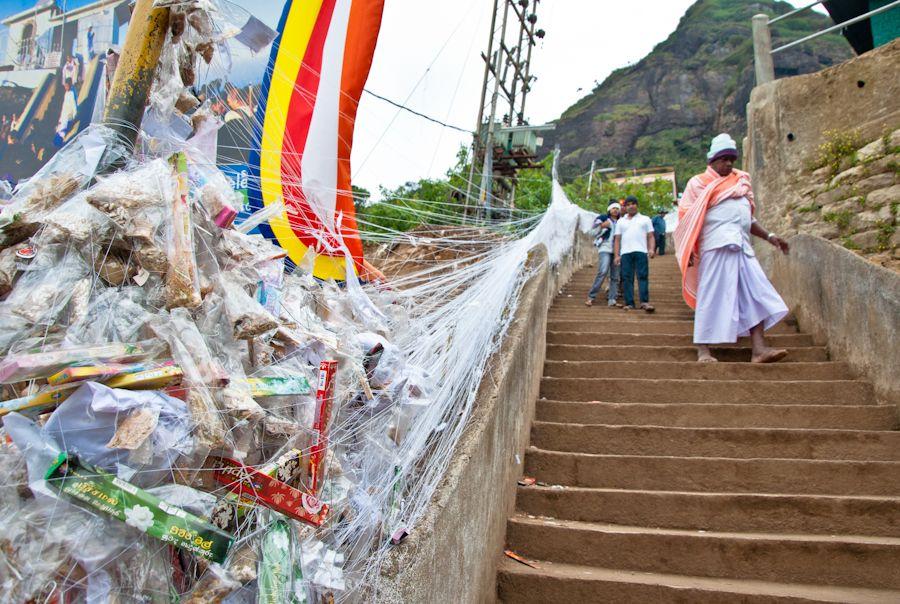 Sri Pada, Pico de Adan, budismo, ofrendas, escaleras, montaña