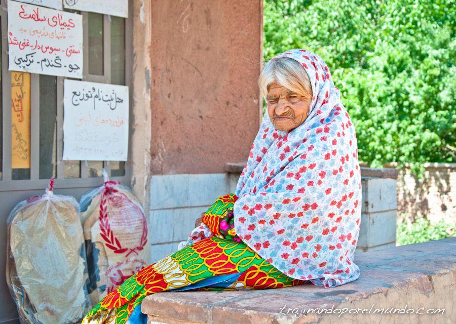 abyaneh, mujeres, flores, Iran, rural