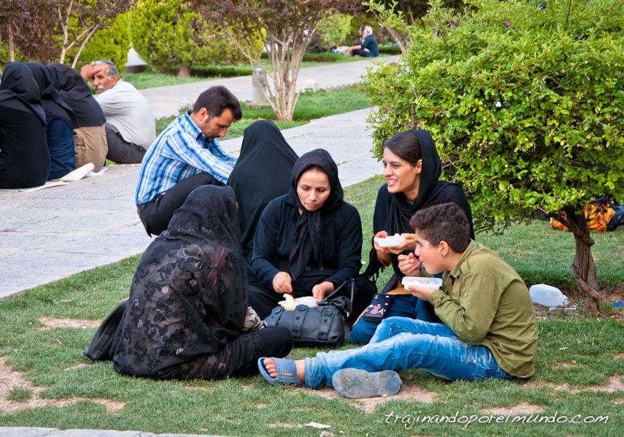 Iran, costumbres, palza del Iman, helado, picnic