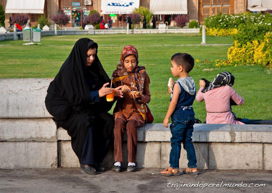 mujer, irani, madre, hijos, helado, refrescos, iran