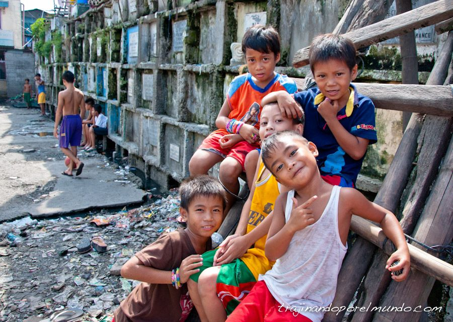 manila, cementerio, niños, nichos, casas, slum