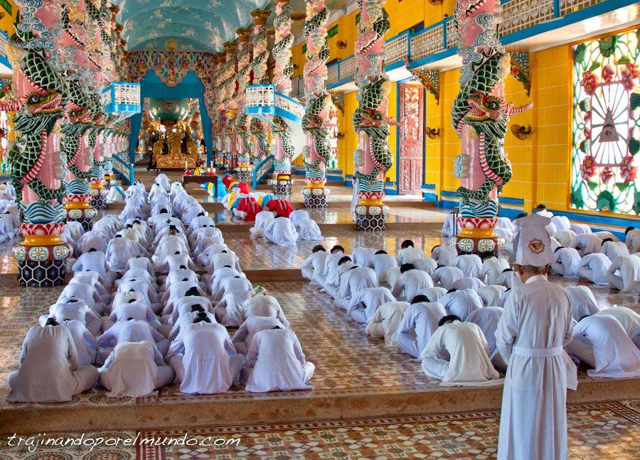 ceremonia-iglesia-cao-dai-vietnam