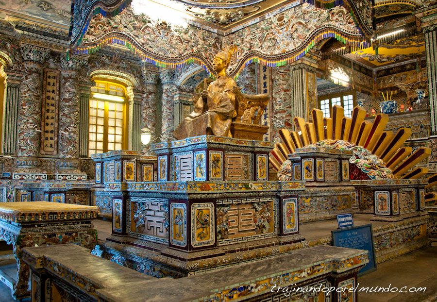 Hue-Tumba-Khai-Dinh-interior