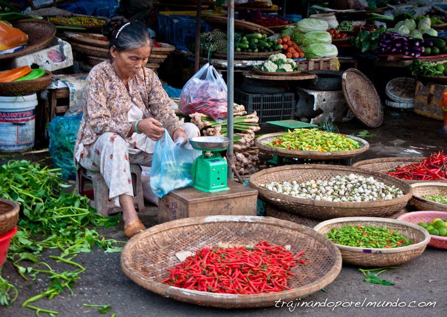 Market-Dong-Ba-Hue-Vietnam